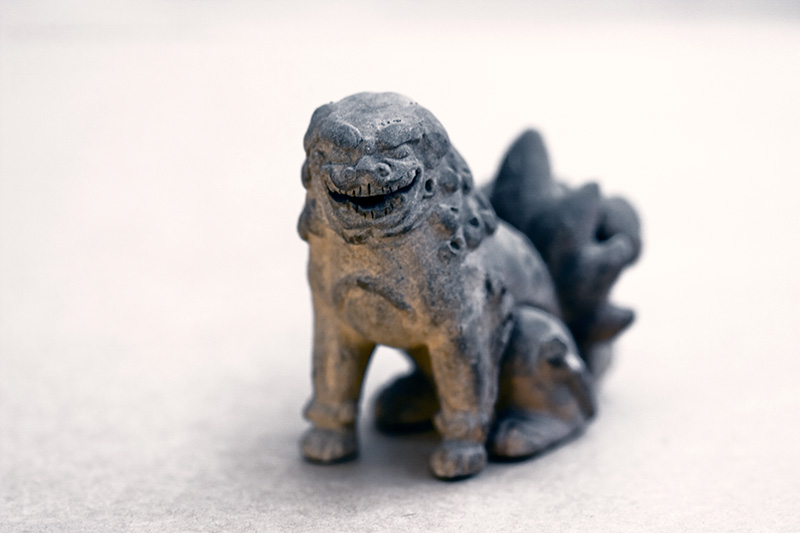A Chinese guardian lion figurine grinning maniacally.